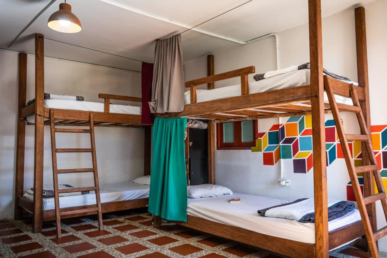 Bunkbeds with curtains in Vidpovo room